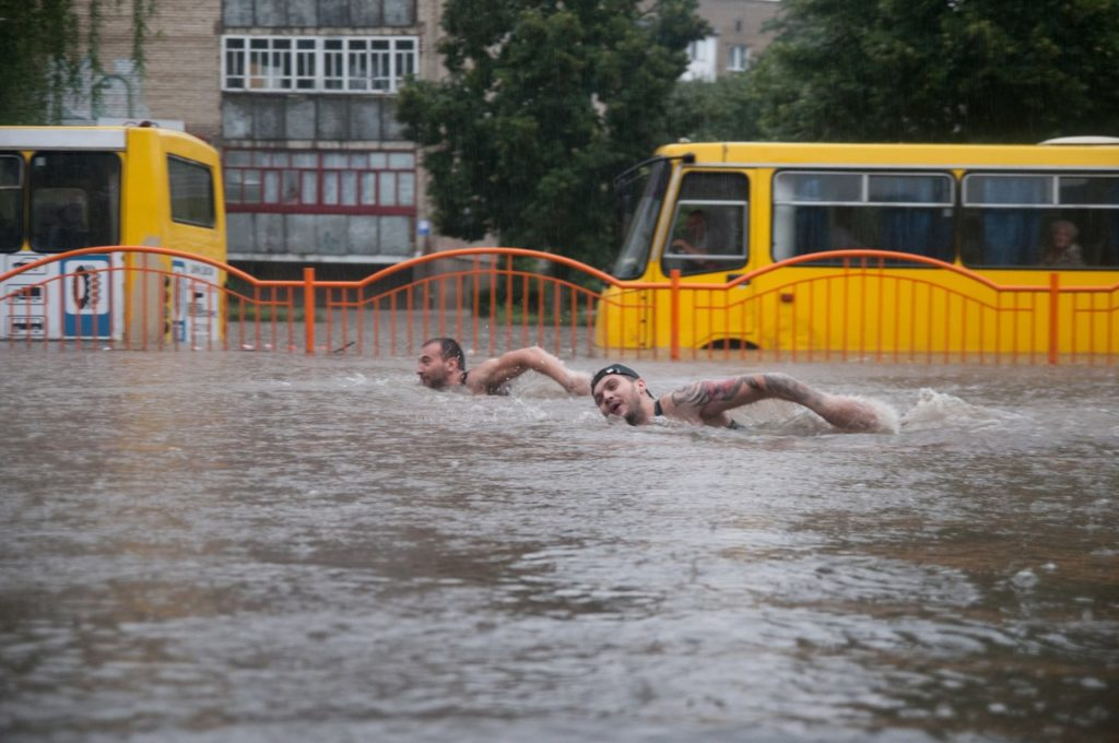 Наслідки аномальної зливи у Луцьку, 2013 рік. Фото: Василь Охріменко.