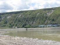 Сліди сильної ерозії нависокому правому березі Дністра, де будується верхнє водосховище ДГАЕС