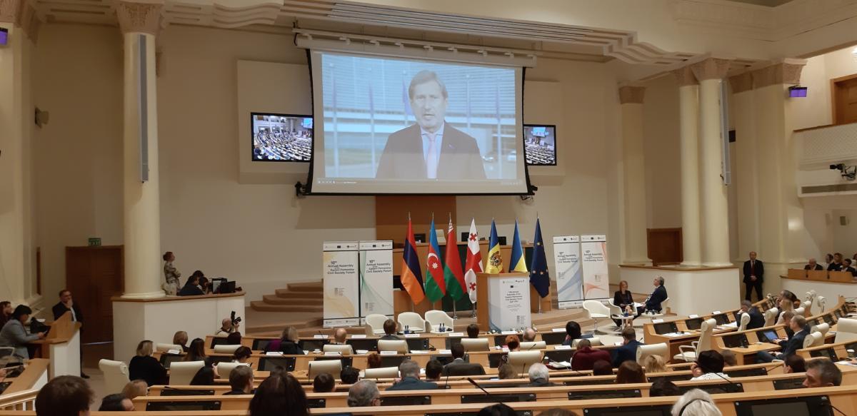 Панельна дискусія в залі засідань Парламенту Грузії